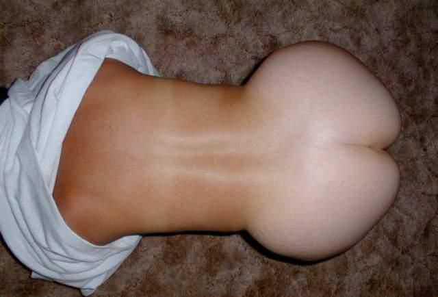 大きすぎるお尻持ってるむちむちリアル女のエロ画像
