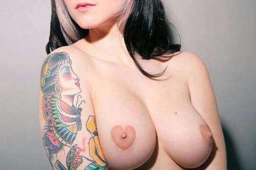 こういう乳首も改造手術しちゃうのってありだと思うかい?
